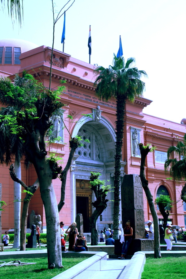 The entrance to the Cairo Museum